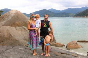Família na praia Domingas Dias, Ubatuba