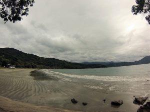 Praia da Fortaleza vista do canto direito.