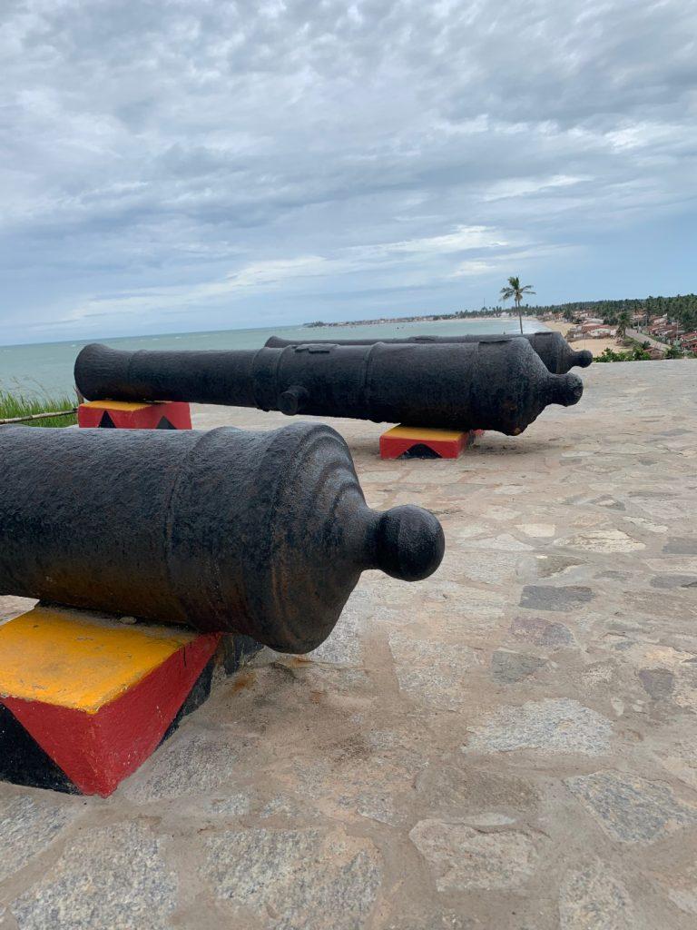 Canhões do Forte da Baía da Traição - PB