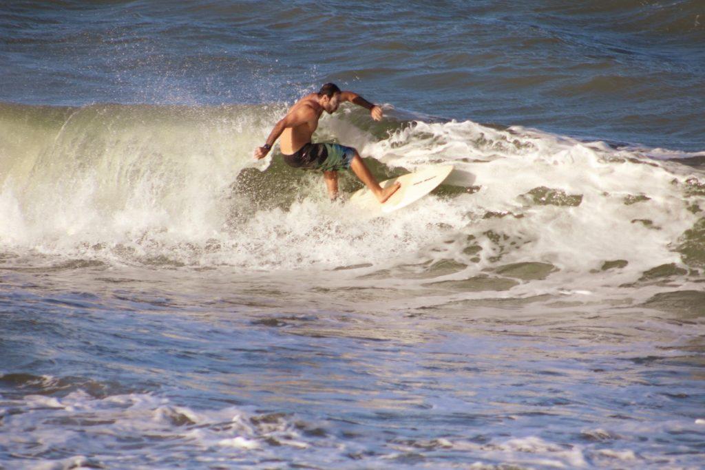 Surf no pico das Valas, Baía da Traição PB