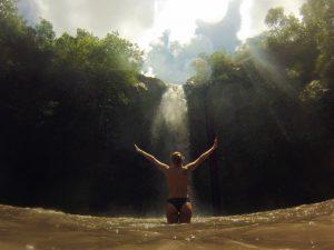 Dani na Cachoeira do Abade