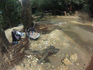 Cauê na Cachoeira do Abade